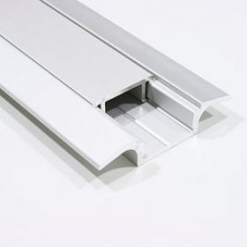 Vertical joint edge moulding